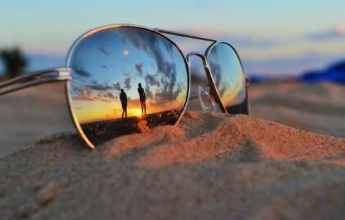 1366224825_sunglass_reflection.jpg